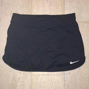 Nike tennis scort